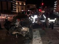ŞEYH EDEBALI - Kırmızı Işıkta Bekleyen Otomobile Çarptı Açıklaması 3 Yaralı