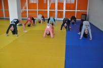 Miniklerden Jimnastik Kursuna Yoğun İlgi