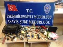 OTO HIRSIZLIK - Otobüs Hırsızı Yakayı Ele Verdi