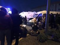 ORGANİZE SANAYİ BÖLGESİ - Servis Aracı Duran Kamyona Çarptı Açıklaması 12 Yaralı