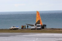 KABİN GÖREVLİSİ - Sigorta Yetkilileri Pegasus Havayolları Uçağının Pistten Çıktığı Alanda İncelemelerde Bulunuyor