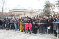 TARİHİ BİNA - Trabzonlular 1 Ton Ücretsiz Hamsi Dağıttı