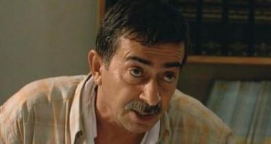 Usta oyuncu Turan Özdemir hayatını kaybetti