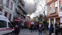 SAĞLIK EKİBİ - Yangın Bir Aileyi Yok Ediyordu