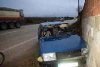 JANDARMA - Alaşehir'de Otomobil Kamyona Çarptı Açıklaması 1 Yaralı