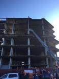POLİS EKİPLERİ - İnşaat Halindeki Binanın Çatısına Çıkarak İntihar Etmek İstedi
