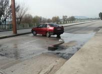 POLİS EKİPLERİ - Köprüyü Trafiğe Kapattı, Kendini Yakmak İstedi