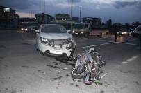 Motosiklet İle Cip Kafa Kafaya Çarpıştı