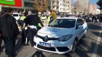 POLİS EKİPLERİ - Motosiklet Polis Aracına Yandan Çarptı Açıklaması 1 Yaralı