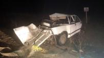 LOKMAN HEKIM - Otomobille Kamyonet Çarpıştı Açıklaması 2 Genç Hayatını Kaybetti, 4 Yaralı