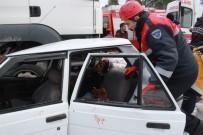 BÜLENT ECEVİT ÜNİVERSİTESİ - Tır Otomobili Biçti Açıklaması 1 Ölü, 4 Yaralı