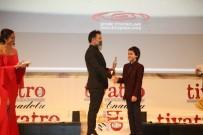 ŞEHIR TIYATROLARı - Tiyatro Gazetsi'nden Kocaeli Şehir Tiyatrosu'na Ödül