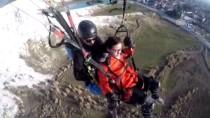 PAMUKKALE - Yamaç Paraşütüyle Atlayan Çinli Turistin Baygınlık Geçirmesi Kamerada