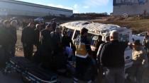 Bursa'da Servis Aracı Otomobille Çarpıştı