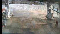 Denizli'de İki Otomobilin Devrilmesi Güvenlik Kamerasında