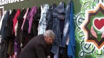 SIĞINMACILAR - 'Duvardaki Elbise' İhtiyaç Sahiplerini Sevindiriyor