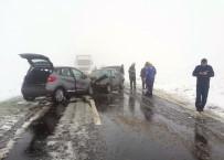 İki Otomobil Kafa Kafaya Çarpıştı Açıklaması 1 Ölü, 6 Yaralı