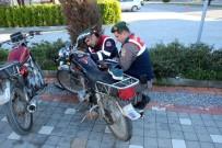 KURAL İHLALİ - Jandarmayı Görünce Motosiklet Ve Ayakkabısını Bırakıp Kaçtı