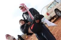 İDLIB - Oğlunu 13 Kilometre Kucağında Taşıyarak Bombalardan Kaçtı