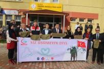 Öğrenciler Askerlere Atkı Ördü