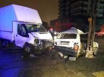 SAĞLIK EKİBİ - Otomobil İle Kamyonet Çarpıştı Açıklaması 7 Yaralı