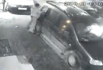 BAHÇELİEVLER - (Özel) Bahçelievler'de Hırsızların Kimseye Aldırış Etmeden Yaptığı Hırsızlık Kamerada