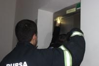 ELEKTRİK KESİNTİSİ - (ÖZEL HABER) 12. Katta Asansörde Mahsur Kalan Kızları İtfaiye Kurtardı