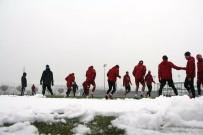 SAMET AYBABA - Sivasspor Kar Altında Çalıştı