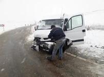 SAĞLIKÇI - Tokat'ta Sağlık Ekipleri Nöbet Dönüşü Kaza Yaptı Açıklaması 5 Yaralı