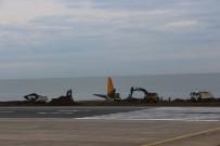 KABİN GÖREVLİSİ - Trabzon'daki Uçağı Çıkarma Çalışmaları Sürüyor