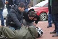 ATATÜRK BULVARI - Tramvay Motosiklet İle Çarpıştı Açıklaması1 Yaralı