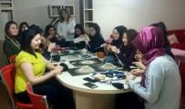 MINYATÜR - Yabancı öğrenciler örgü örmeyi öğreniyor