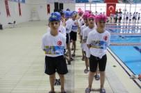 YÜZME KURSU - Yenişehir Belediyesi Bin 71 Minik Yüzücüye Malzeme Dağıttı
