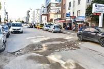 DOĞALGAZ - 13 Km Asfalt Yolu Tahrip Edilen Belediye, Kurumları Uyardı