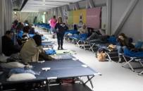 OTOBÜS SEFERLERİ - Almanya Ve Hollanda'da Fırtına Açıklaması 4 Ölü