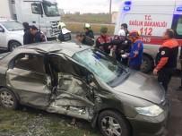 Ambulans İle Otomobil Çarpıştı Açıklaması 5 Yaralı