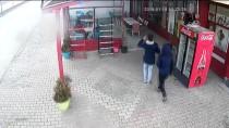 Asma Tavan Müşterilerin Üzerine Çöktü