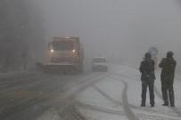 KAR LASTİĞİ - Bolu Dağında Kar Yağışı Ve Sis Etkili Oluyor