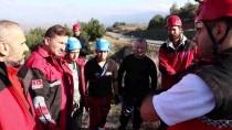 KURTARMA EKİBİ - Bursa'da 15 Yıl Önce Kaybolan Genç Kızı Arama Çalışmaları
