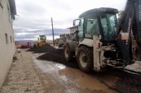 Develi Belediyesi'nden Yol Kumlama Çalışması
