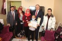 LÖSEMİ HASTASI - Evde Eğitim Gören Lösemi Hastası Emirhan Karnesini Aldı