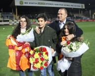 BUCASPOR - Fatih Terim, Fethi Sekin'in Çocuklarına Forma Hediye Etti
