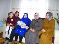 BEBEK - Hisarcık'ta Yeni Doğan Bebeklere 'Hoşgeldin' Hediyesi