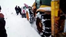 KURTARMA EKİBİ - Karda Mahsur Kalan TEİAŞ Ekibi 3 Saatte Kurtarıldı