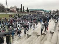 TOFAŞ - Metal İşçilerinden Yağmur Altında Meşaleli Eylem