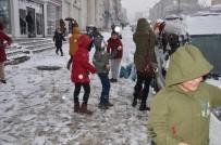 HÜSEYIN AYDıN - Muş'ta Kar Yağışı