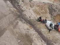 Otomobil 40 Metrelik Uçuruma Yuvarlandı Açıklaması 2 Yaralı