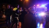 KURUÇEŞME - Otomobil Tıra Arkadan Çarptı Açıklaması 2'Si Ağır 4 Yaralı