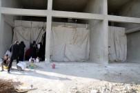 (Özel) Çadırkente Yerleşemeyen Suriyeliler Kışı Dükkanlarda Geçiriyor