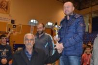 MİMAR SİNAN - Şehit Fethi Sekin'in Babası Sporculara Madalya Verdi